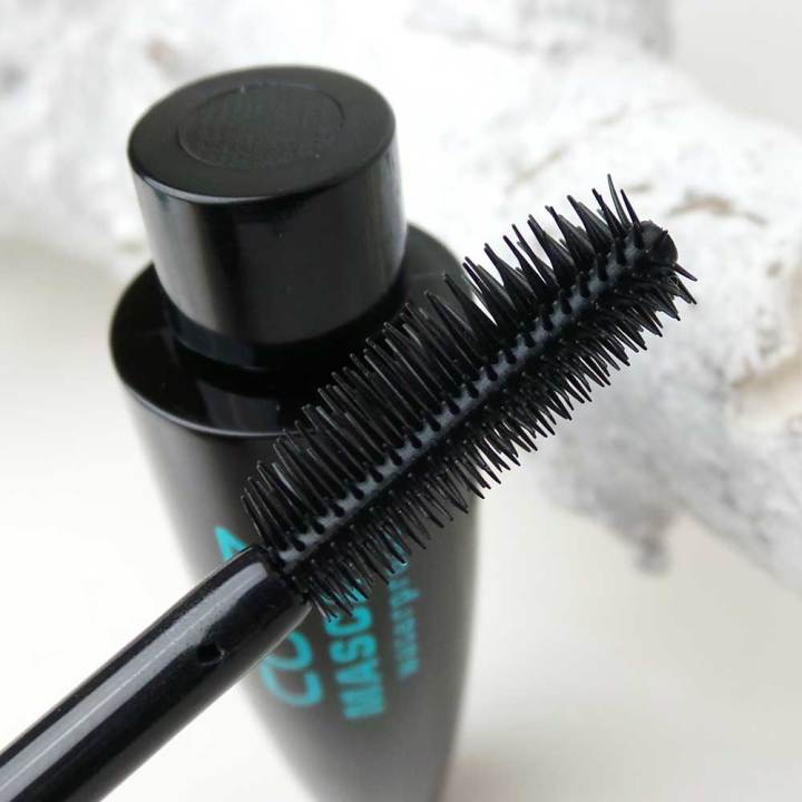 cozz-mascara-waterproof-kruidvat-lipbalm-vanille-yustsome-review-m1