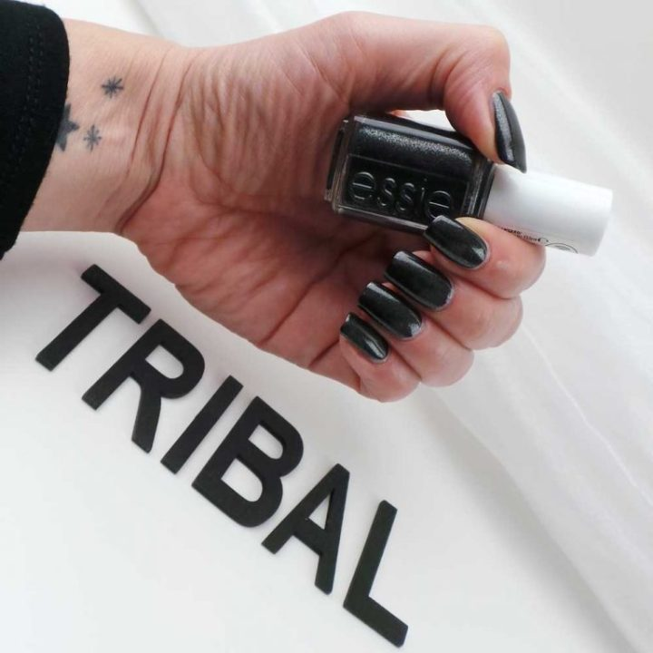 essie-tribal-text-styles-swach-nailpolish-nagellak-nails-nagels-lakken-zwart-yustsome-2