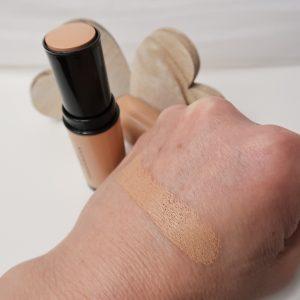 Deze Foundation Stick van Douglas Make-Up is een on-the-go stick foundation. De foundation geeft direct een langhoudende en natuurlijk look.