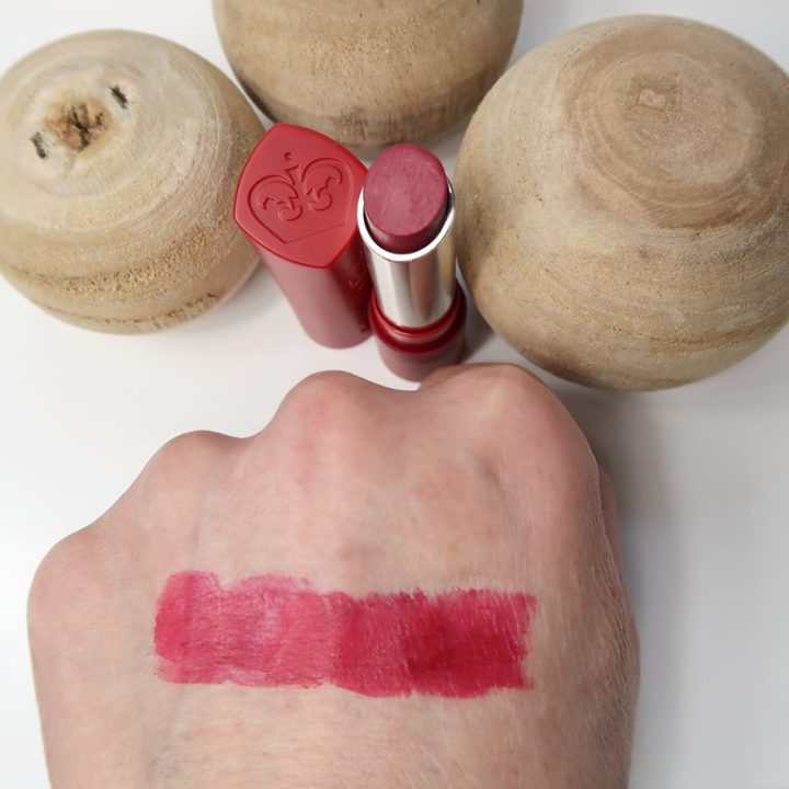Rimmel-London-The-Matte-Factor-810-review-lipswatch-yustsome-lipstick-mat-3