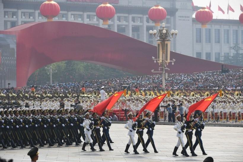 Défilé militaire à l'occasion des 70 ans du régime communiste chinois Crédit : GREG BAKER / AFP