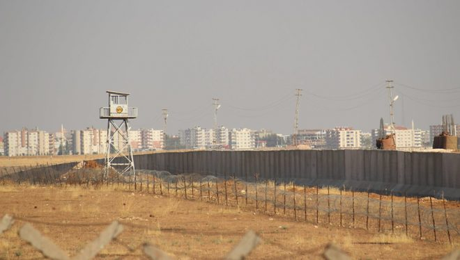 Turkey-Syria Barrier by William John Gauthier(CC BY-SA 2.0) — William John Gauthier, CC-BY