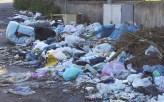 Biancavilla, l'immondizia all'incrocio fra la Strada Comunale Perrieri e via del Trebbiatore