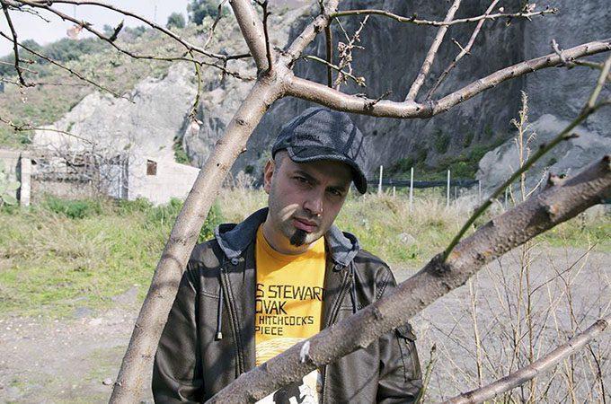 """""""Sotto casa mia"""". La video-denuncia sul killer silenzioso di Biancavilla: l'amianto"""