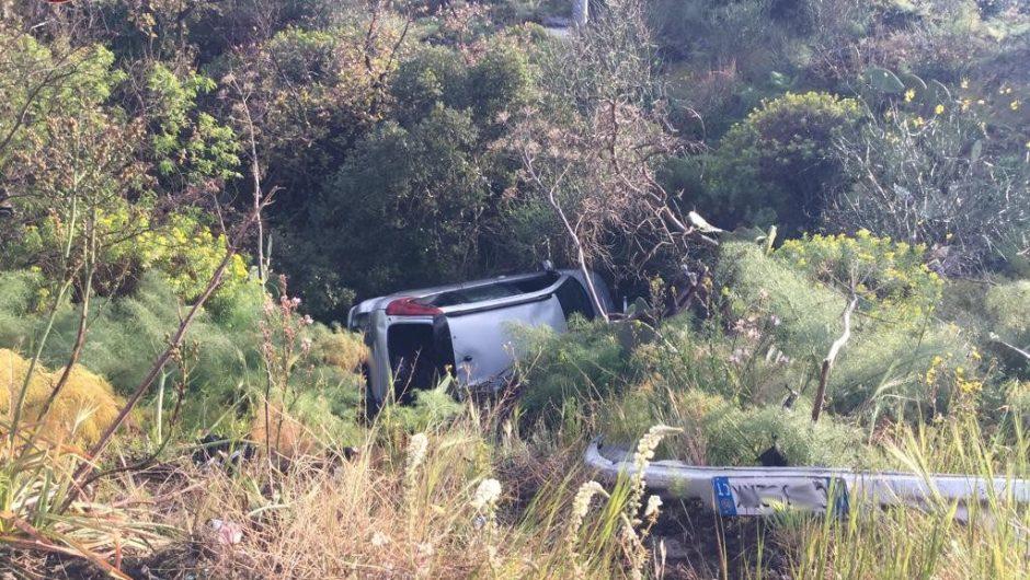 Incidente sulla provinciale Santa Maria di Licodia Belpasso: auto finisce in un burrone. Due donne ferite, non gravemente