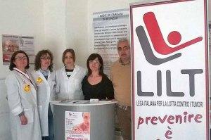 I volontari Lilt impegnati nelle visite dermatologiche a Belpasso