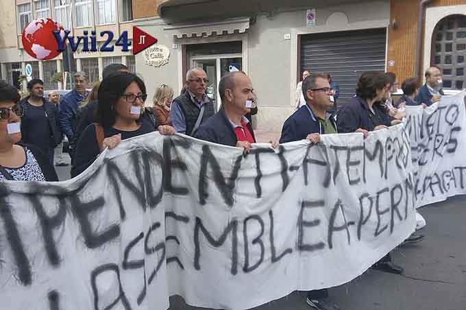 Adrano, sciopero dipendenti precari del Comune: in 4 iniziano lo sciopero della fame