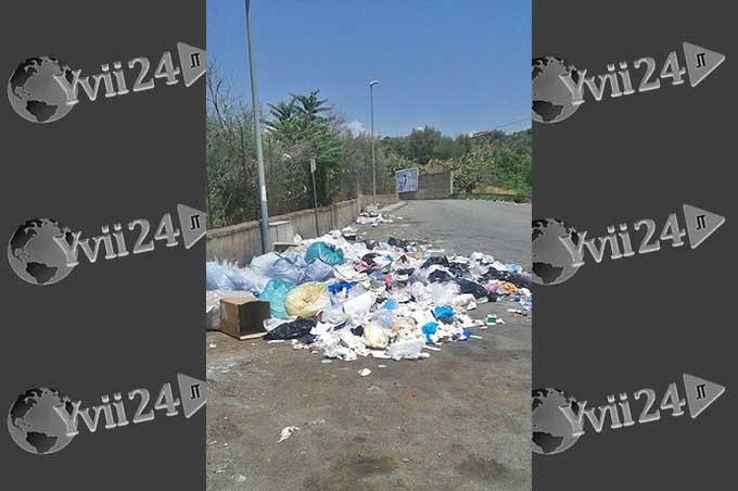 Biancavilla, di un negozio cinese i rifiuti lasciati in via del Trebbiatore