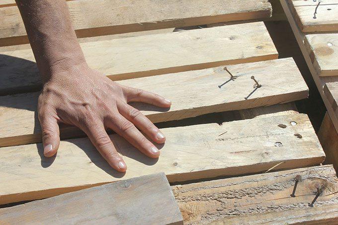 Adrano, controlli sul lavoro: denunciato titolare di falegnameria per irregolarità