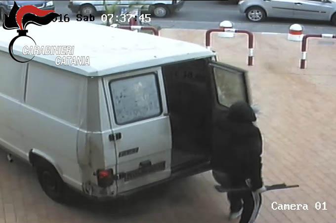 Catania. Colpo da 35 mila euro a un supermercato: arrestato rapinatore
