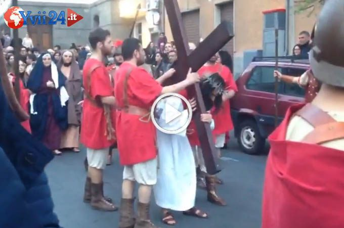 Adrano, con la Via Crucis Vivente iniziati i riti della Settimana Santa