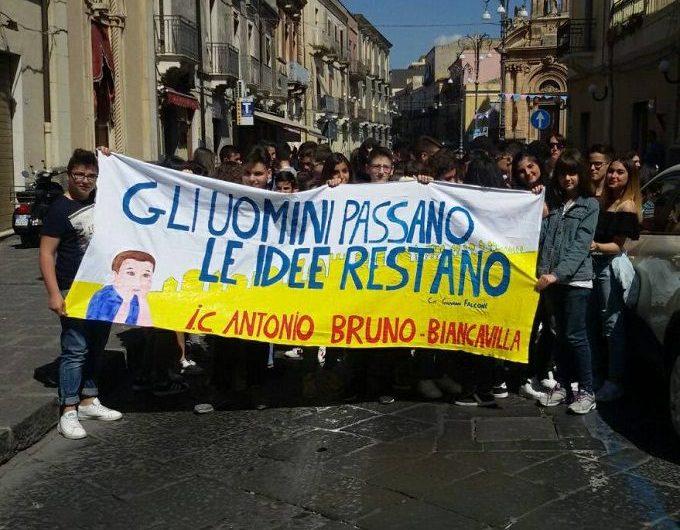 """Biancavilla, la Polizia consegna un riconoscimento all'Istituto """"Bruno"""""""