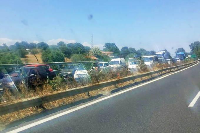 A18 Catania-Messina: traffico in tilt per lavori e incidente