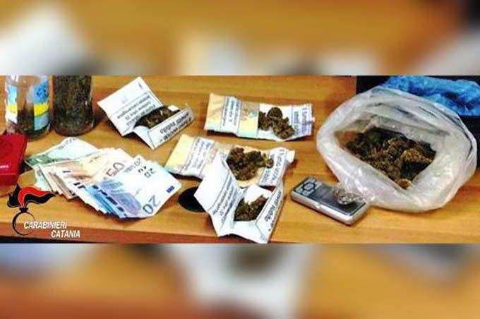 Bronte, droga in auto e nell'abitazione: arrestato 26enne