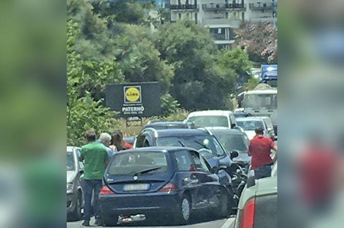 Paternò, scontro fra 4 auto sulla statale 284: ferita una donna di Licodia