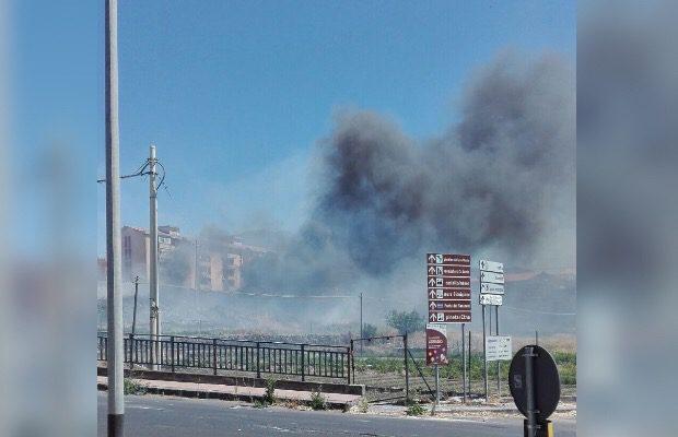 Adrano, ennesimo incendio in contrada Capici
