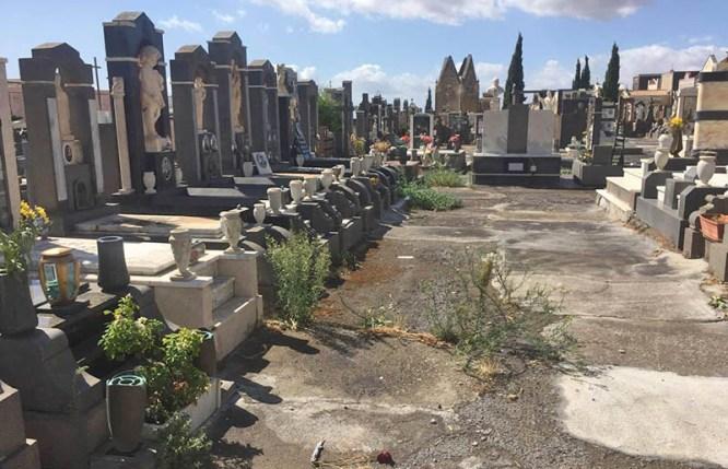 adrano_degrado_cimiteri_15_09_2017_01