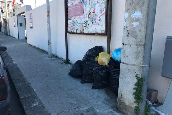 Santa Maria di Licodia. È caos rifiuti! Adesso scattano  le sanzioni
