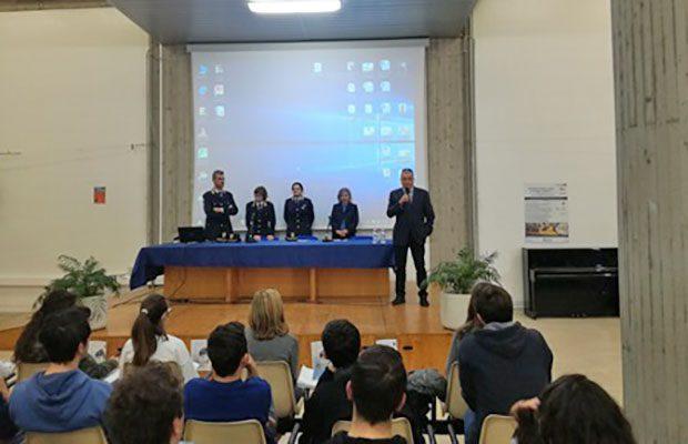 """""""Questo non è amore"""", il questore di Catania incontra gli studenti"""