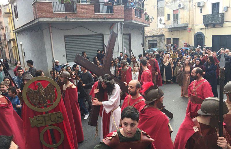 Adrano, Pasqua nel segno della tradizione