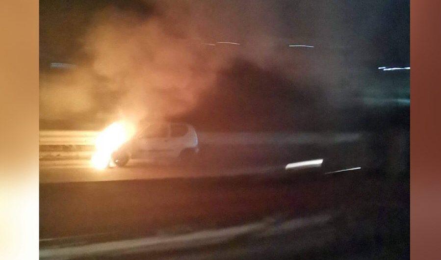Belpasso. Auto in fiamme sulla Ss 121