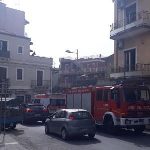 Paternò. Incendio in abitazione di piazza Carlo Alberto