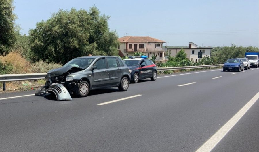 Ss284. Incidente autonomo tra Paternò e Scalilli