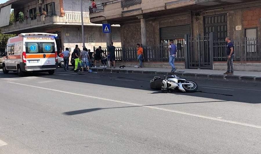 Biancavilla. Scontro auto scooter in viale dei Fiori
