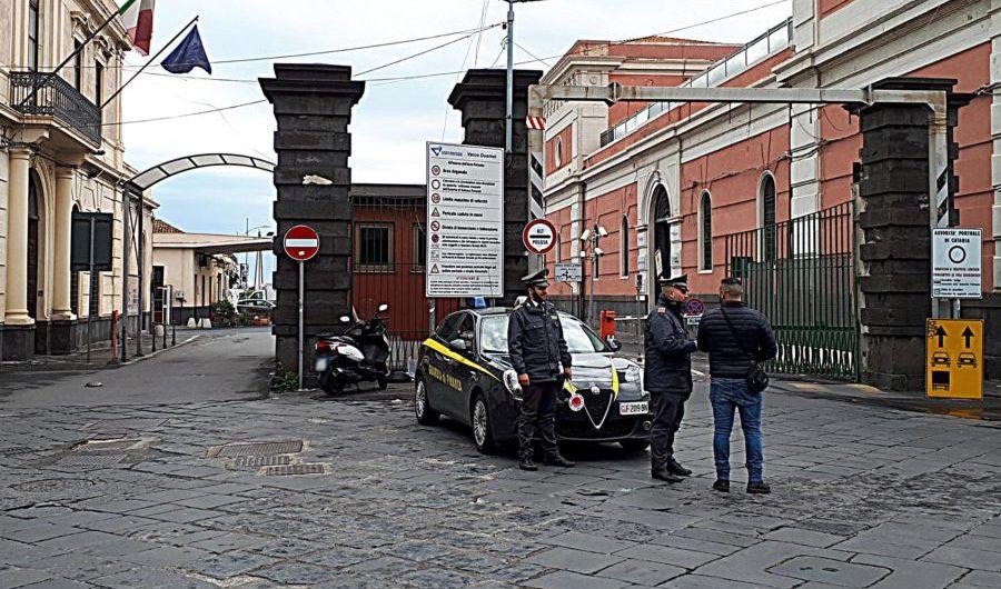Catania. Posteggiatori abusivi al porto, giro di vite della Guardia di Finanza