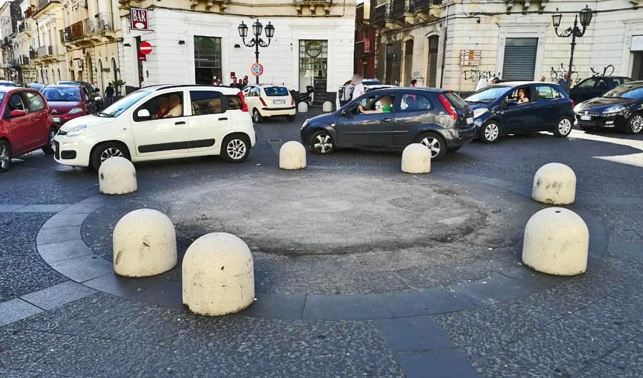 """Paternò. I """"Quattro Canti"""" liberati dall'obbrobrio"""