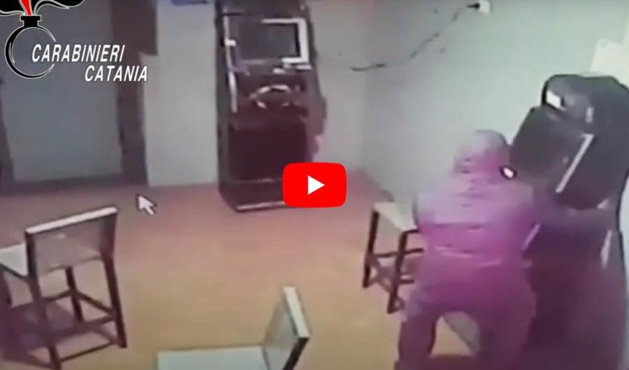 Belpasso. Rubano slot machine, arrestati dopo rocambolesco inseguimento (VIDEO FURTO)