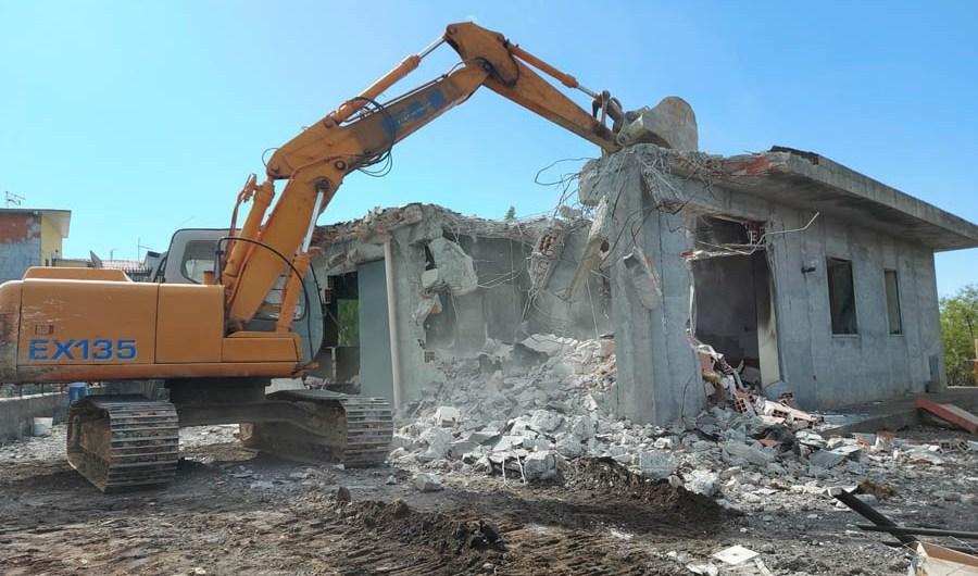 Adrano, demolita villetta abusiva in Contrada Pecorelle