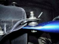 Z32 自作サイドピラーバー下側の取り付け穴にアンカーボルトを通す 写真