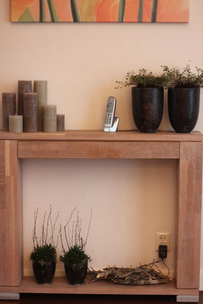 Illustratie:Side table van eikenhout op maat gemaakt