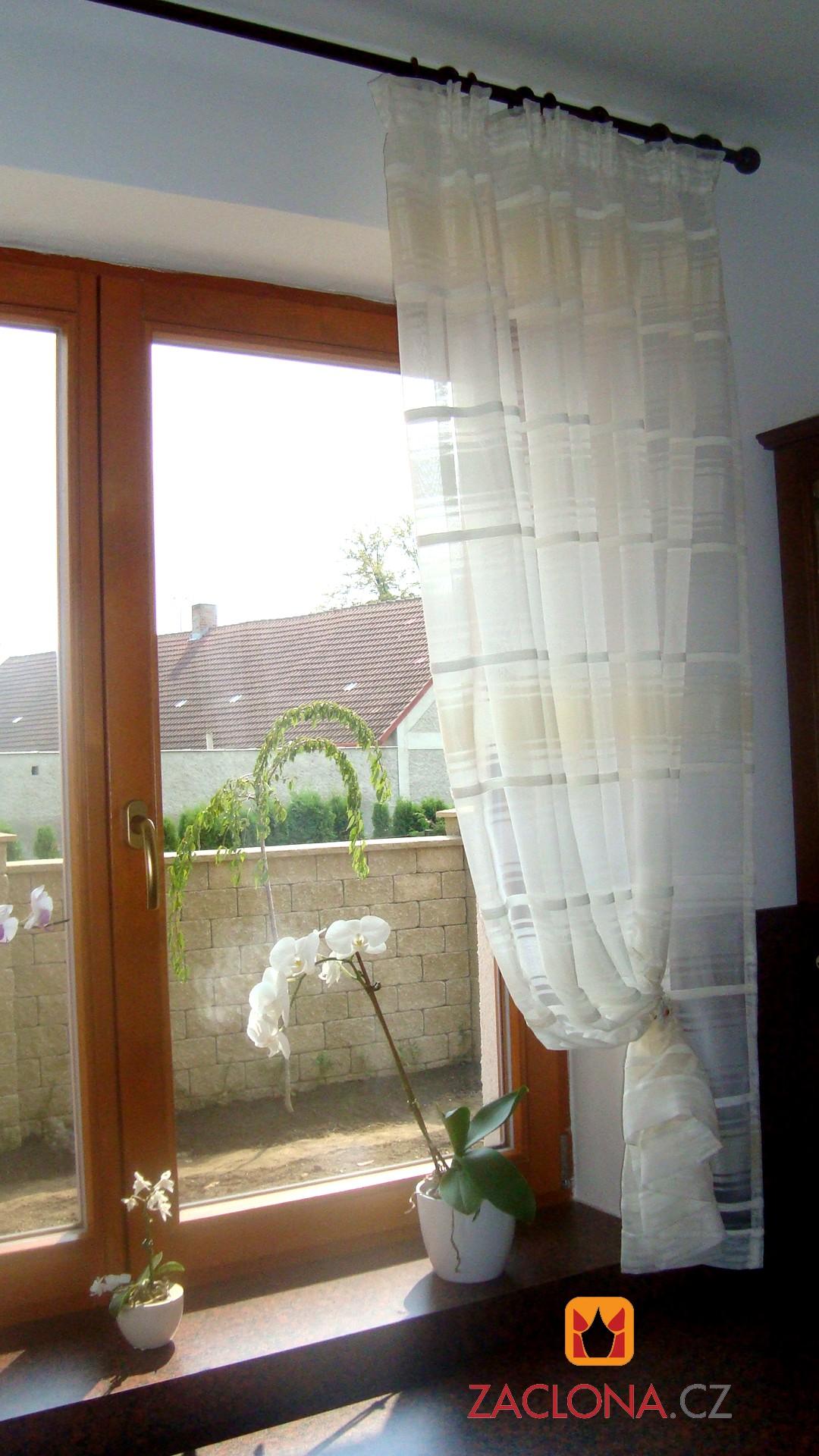 Drei Farbvarianten einer Gardine in einem Haus  Heimtex Ideen