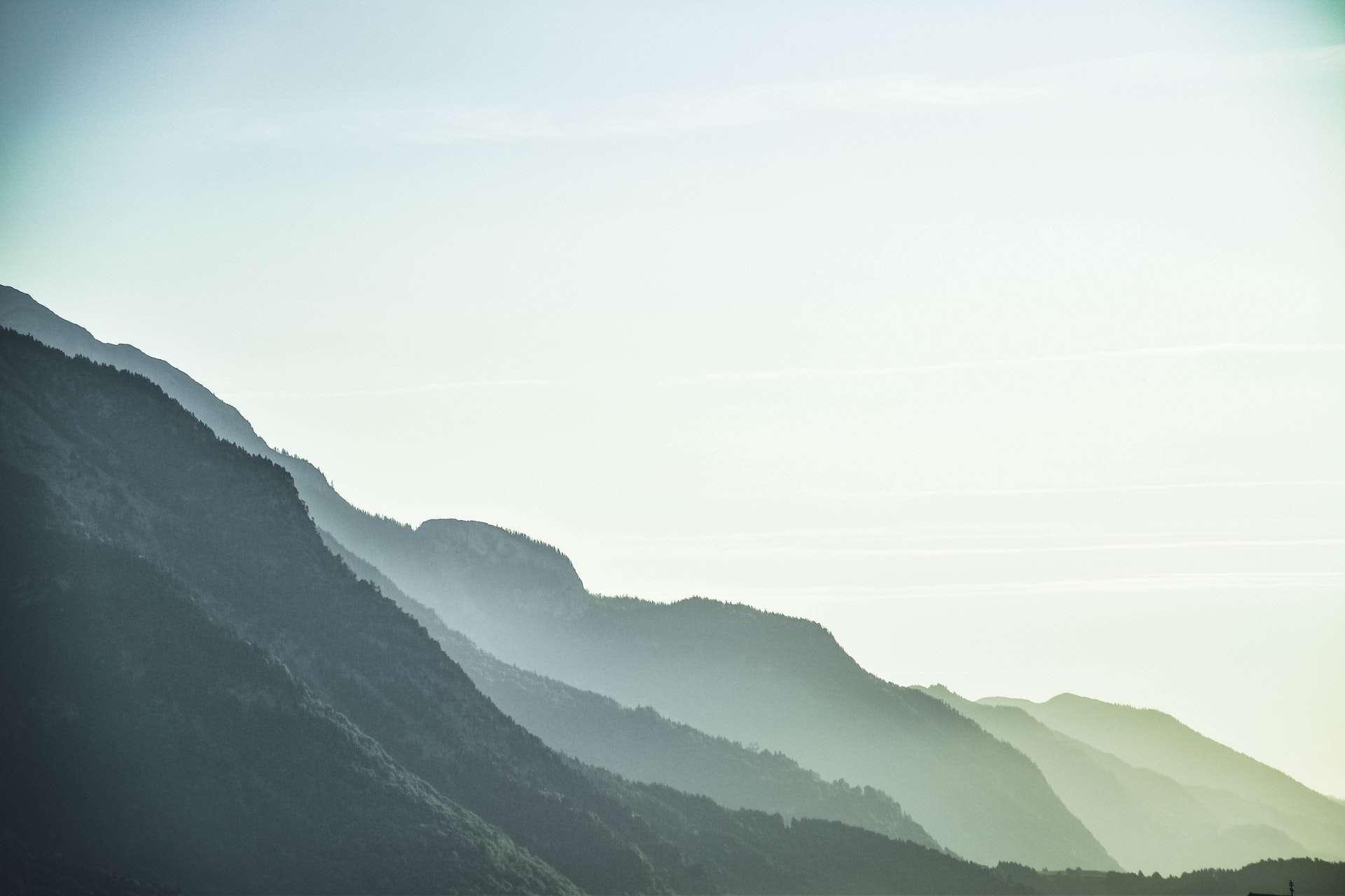 fogs-on-green-mountain-1054222.jpg
