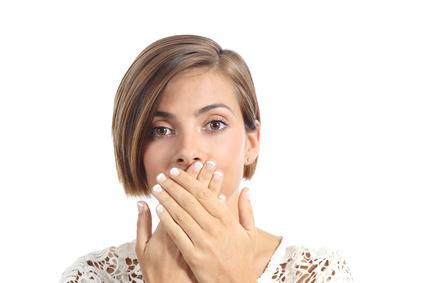 Schlechter Mundgeruch ist für den Betroffenen und sein Umfeld eine Belastung. © Antonioguillem / Fotolia.com