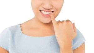 Frau Zähne Schmerzen parodontitis zahnfleischentzündung behandlung