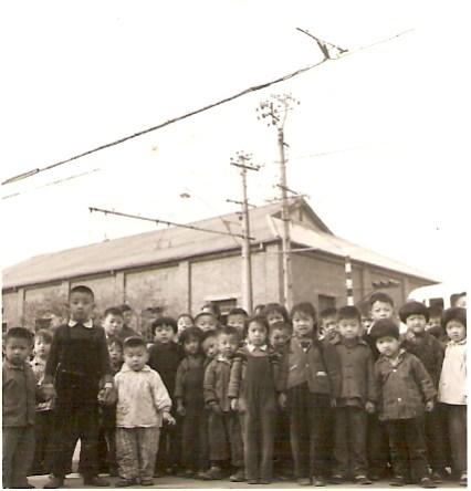 Niños en una escuela de Tianjin, año 1966