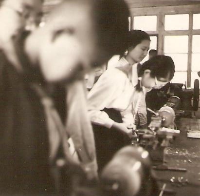 Taller de producción de alambre para transformadores de la Escuela Experimental Nº2, junio de 1965