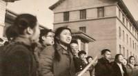 <p>La pasada semana, la ciudad de Pekín experimentó un importante cambio administrativo: los cuatro distritos que conforman el casco antiguo se convirtieron en dos, en un intento por unificar el centro de Pekín y reducir la pesada burocracia. ¿Servirá esto para proteger el viejo Pekín o para acelerar su destrucción?</p> <p>Junto con la traducción de un artículo que debate sobre este tema, incluimos unas fotos inéditas tomadas en la capital china entre 1964 y 1967.</p>