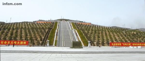Las autoridades locales han dicho que la tumba de Hua Guofeng no será tan grande ni tan cara como han publicado algunos medios. Según sus cálculos, el proyecto costará unos 25 millones de yuanes (menos de 4 millones de dólares).