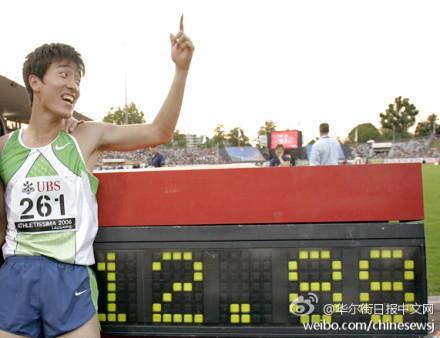 Liu Xiang bate el récord del mundo en los 110 metros valla en el año 2006.