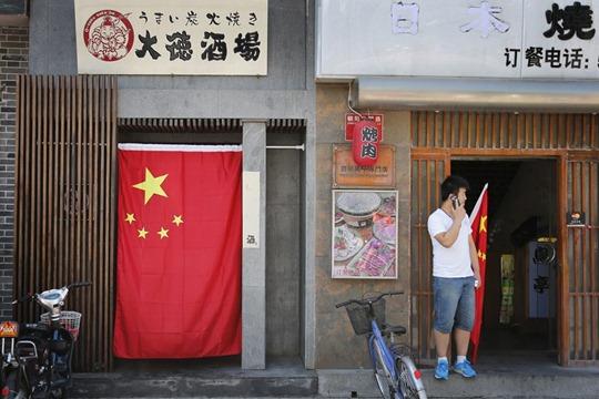 """Muchos restaurantes japoneses también se han visto afectados por los ataques. En la imagen, este establecimiento en Pekín decidió borrar la palabra """"Japón"""" (日本, riben) de su letrero."""