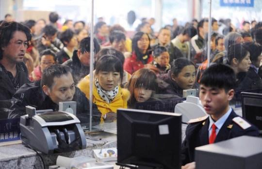 El tren sigue siendo el medio de transporte de larga distancia por excelencia en China; y conseguir un billete durante estas fechas, una especie de misión imposible.