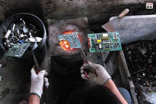 Los residuos electrónicos son algunos de los más contaminantes y más difíciles de reciclar. En China, la ciudad especializada en este tipo de basura es Guiyu [Foto: Netease]