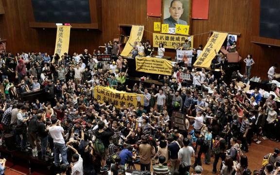 Los taiwaneses ocupan la cámara legislativa el 18 de marzo.