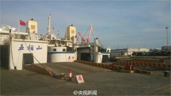 Uno de los barcos enviado hasta Vietnam para evacuar a los ciudadanos chinos.