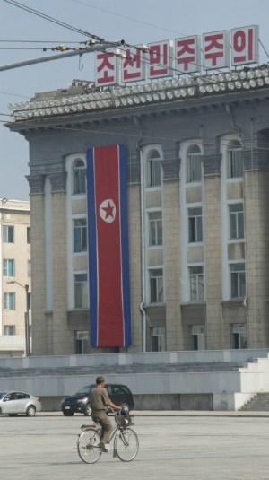 Junto a la plaza de Kim Il-sung, en el centro de Pyongyang (FOTO: Daniel Méndez)