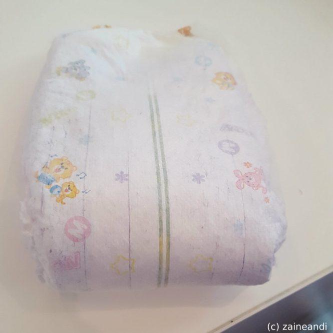 goo.n diapers change color